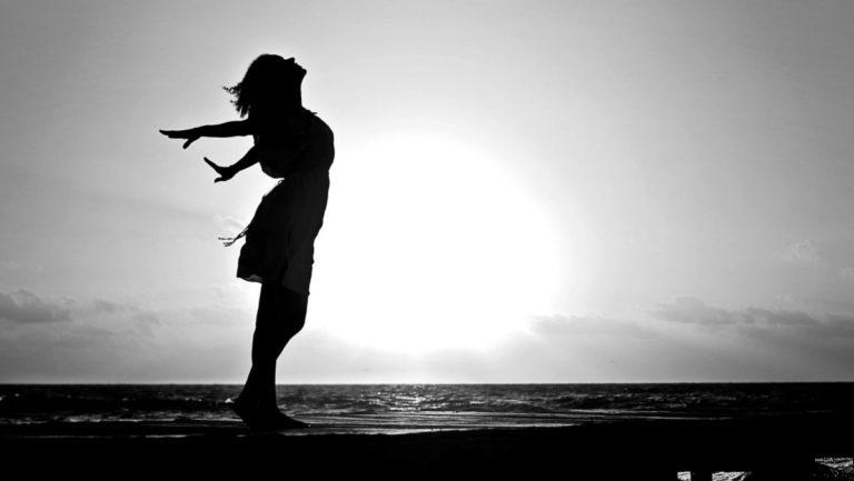 健康的な女性 神秘 光 夕日 希望 生命力 長所