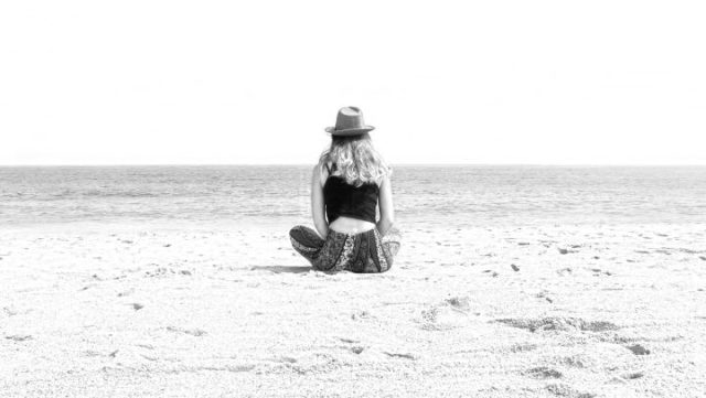 瞑想 ヨガ 海 浜辺 自然