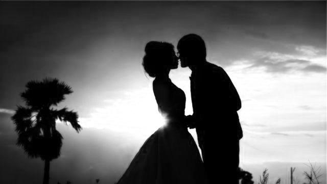 結婚式 夫婦 キス