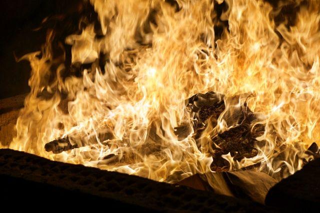 お焚き上げ 炎 火