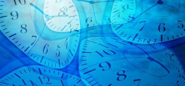 歪んだ時計 タイムスリップ 長い年月 過去 未来