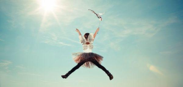 妖精 女の子 天 ジャンプ 光 空 太陽 幸せ 浄化