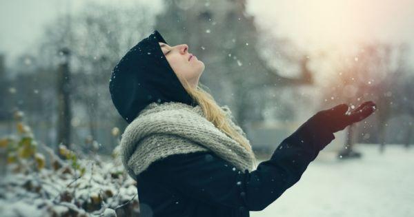 女性 雪 浄化 光