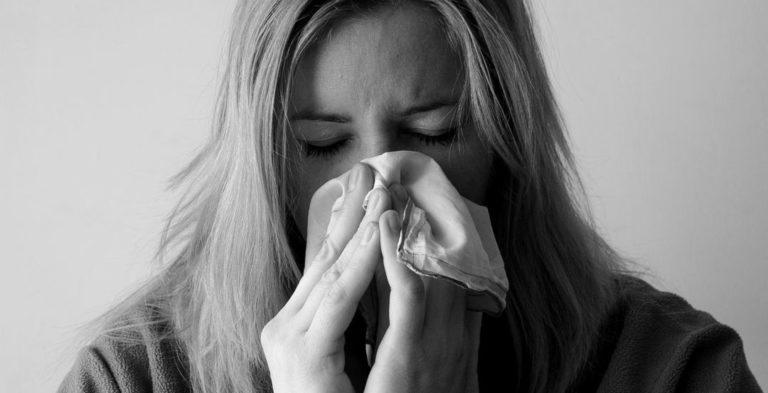 女性 風邪 鼻をかむ インフルエンザ