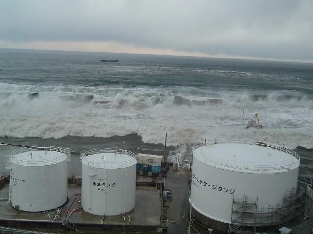 福島第一原子力発電所 津波来襲状況
