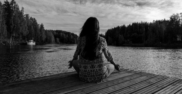 ヨガ メディテーション 瞑想 夕日 湖