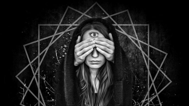 女性 目隠し 瞑想 透視 神秘