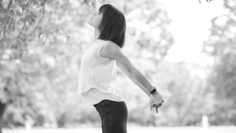 女性 ストレッチ 準備運動 ダイエット 健康 自然